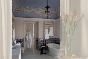 Suite Four Palazzo Margherita - Bathroom