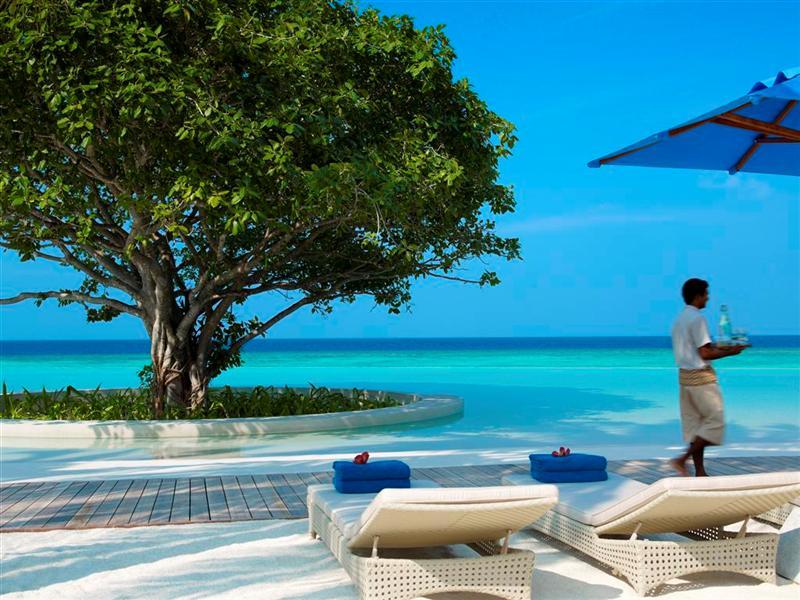Pool Dusit Thani Maldives