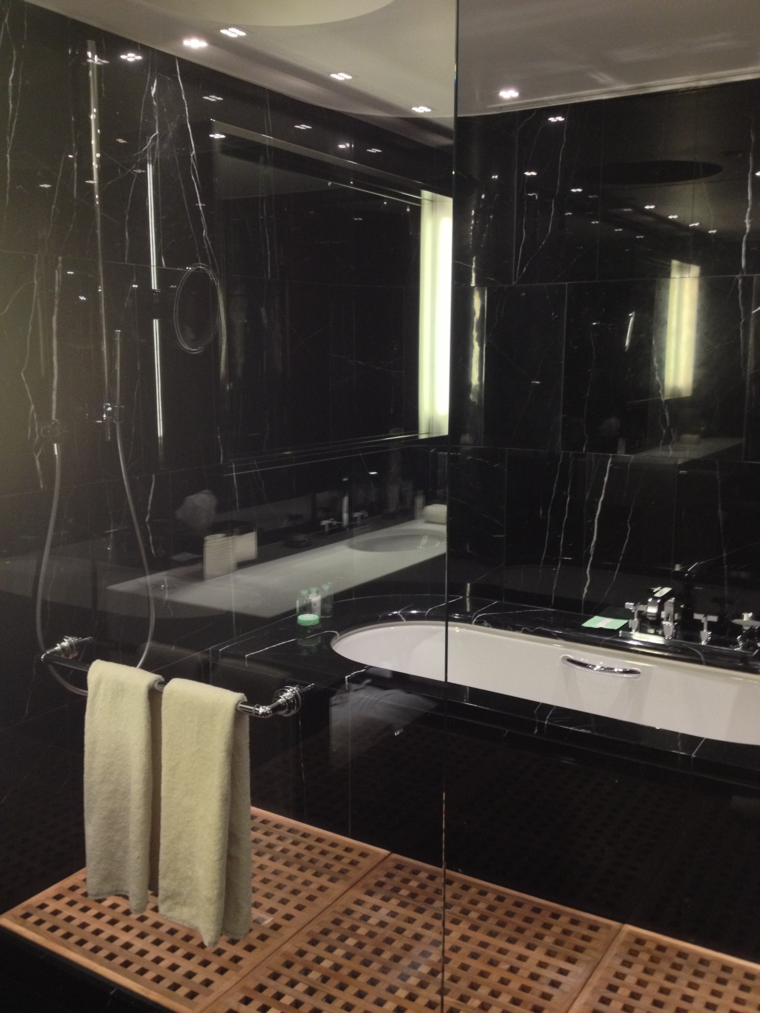 Chic bathroom bulgari london mr wallace travel for Bathroom design london