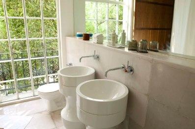 CONDESA df bathroom